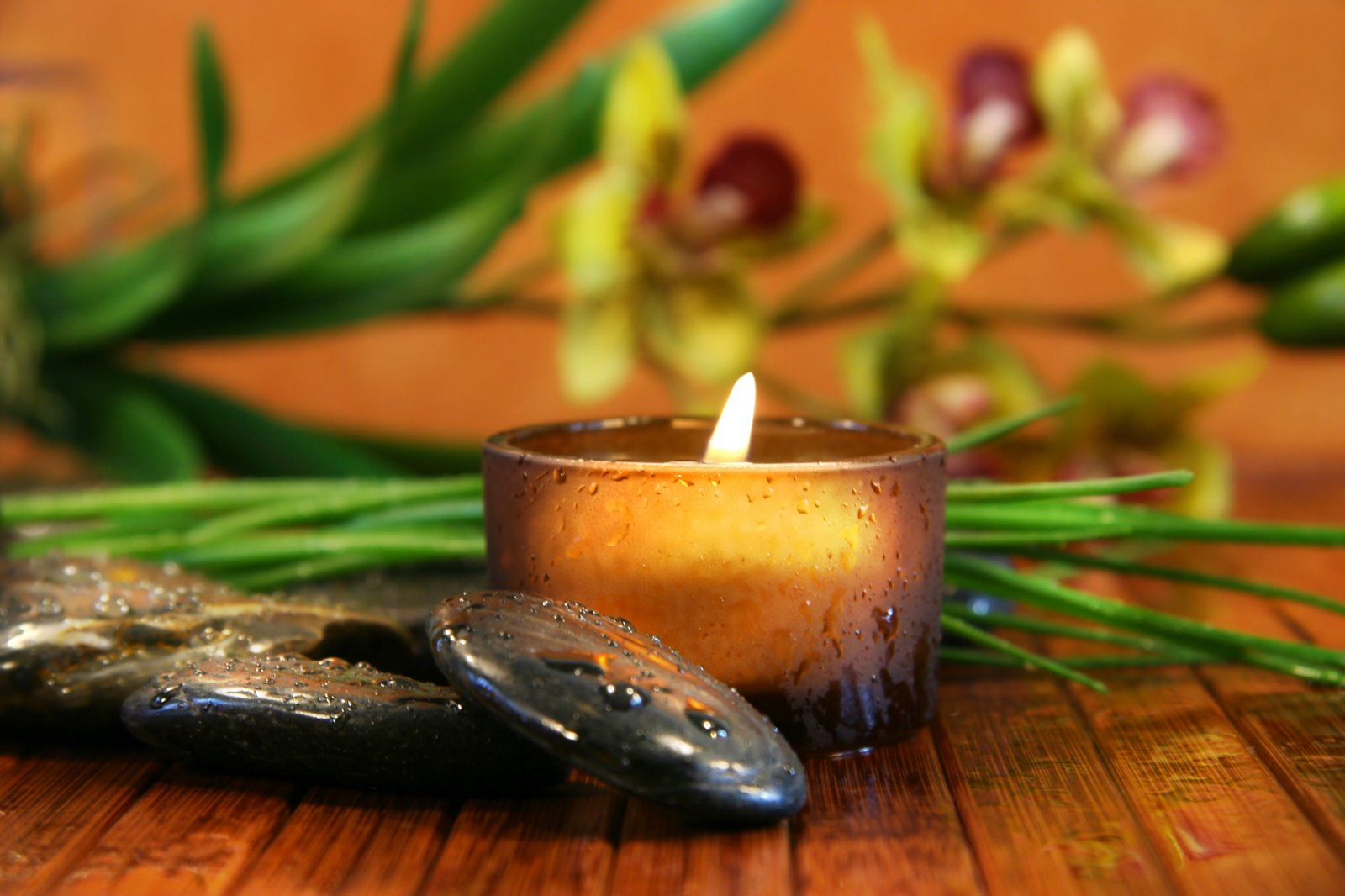 http://piccolospa.webs.com/Relax%20candles.jpg
